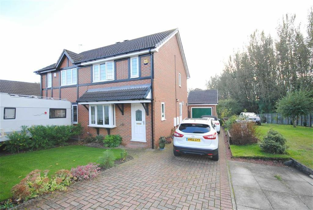 3 Bedrooms Semi Detached House for sale in Cromwell Rise, Kippax, Leeds, LS25