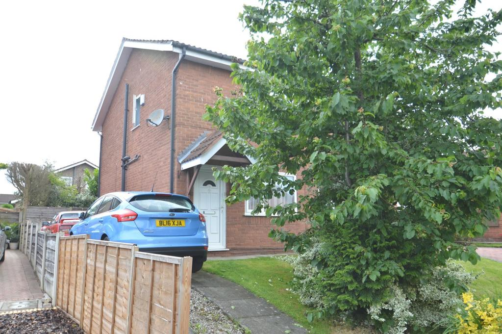 2 Bedrooms Semi Detached House for sale in Birkin Close, Knutsford