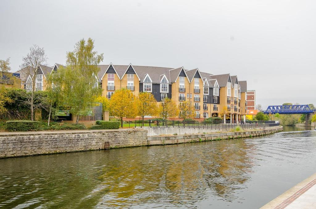 2 Bedrooms Apartment Flat for sale in 220 Scotney Gardens, , Maidstone St. Peters Street, Kent