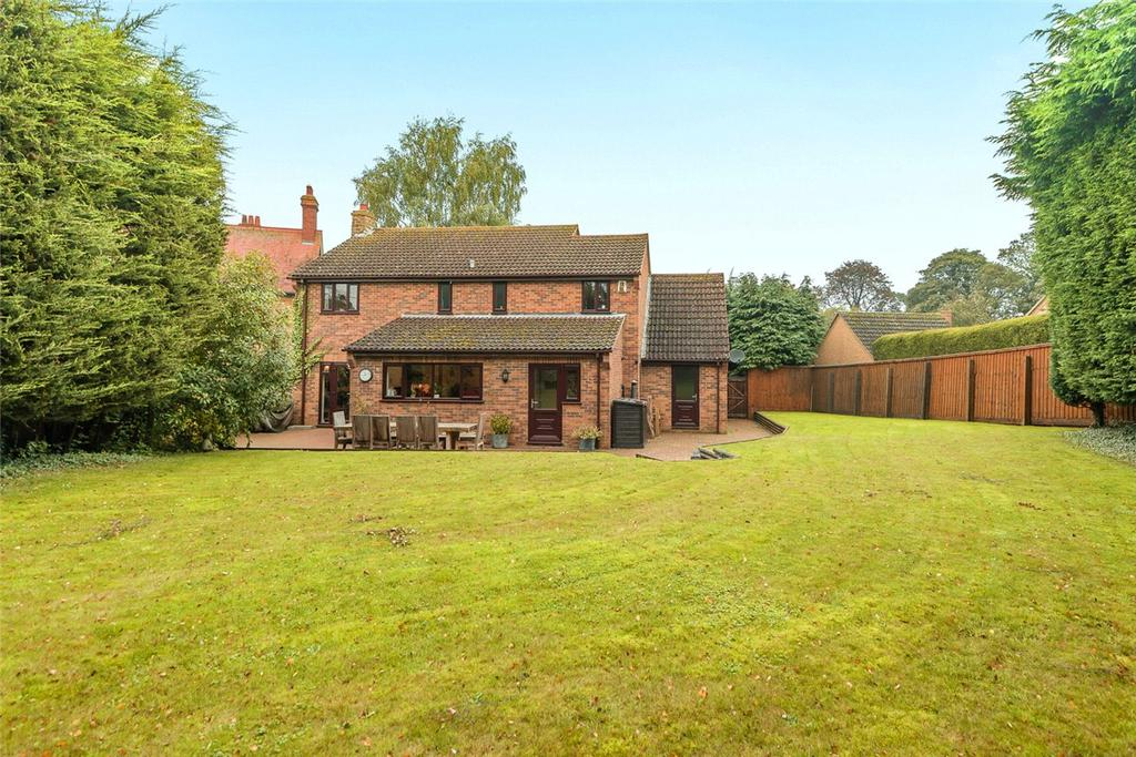 4 Bedrooms Detached House for sale in Oakpark Close, Northampton, Northamptonshire, NN3
