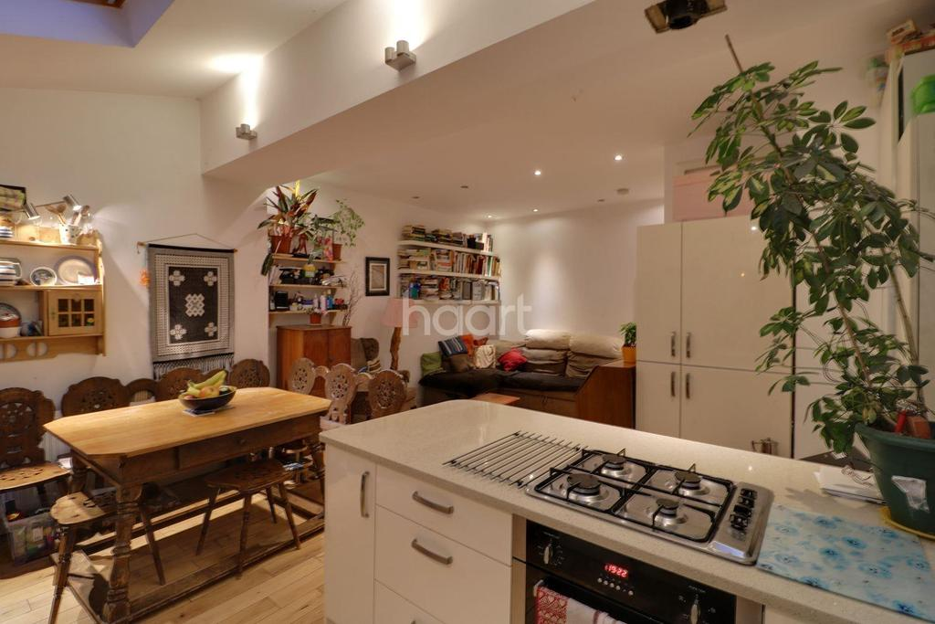 3 Bedrooms Terraced House for sale in Cecil Road, NW9
