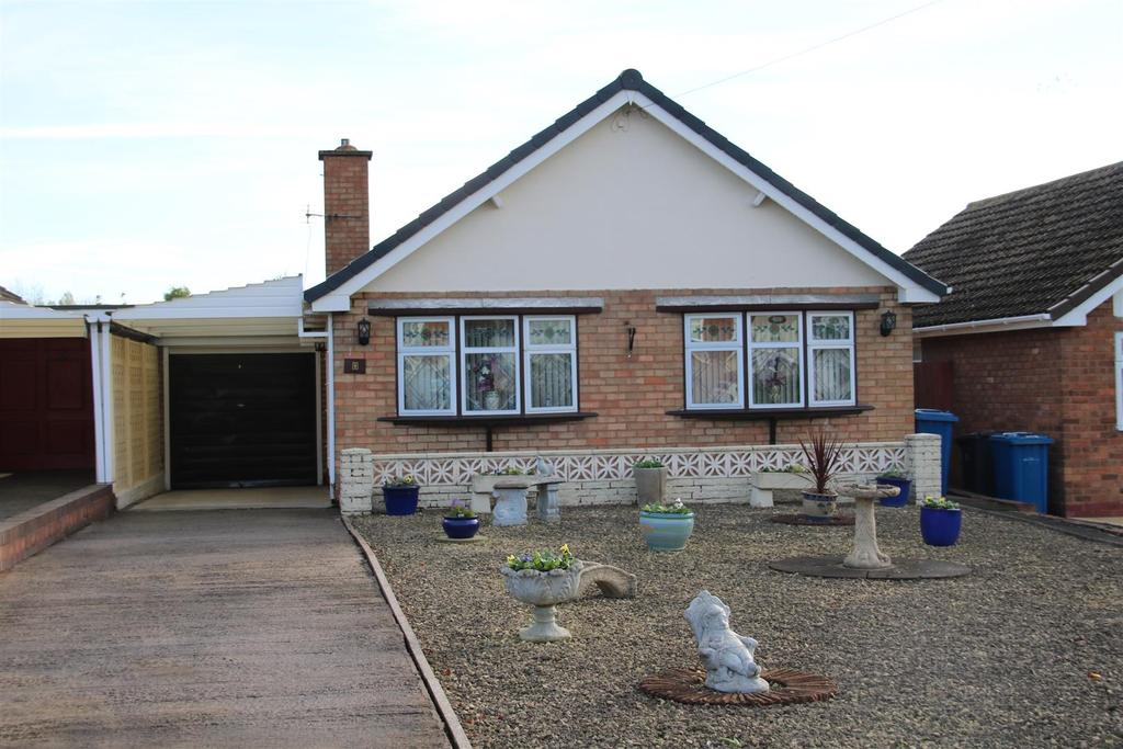 2 Bedrooms Detached Bungalow for sale in Highcliffe Road, Tamworth