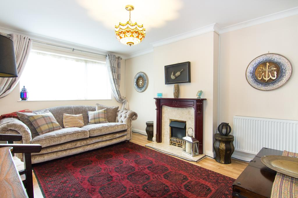 3 Bedrooms House for sale in Yeading Lane, Northolt