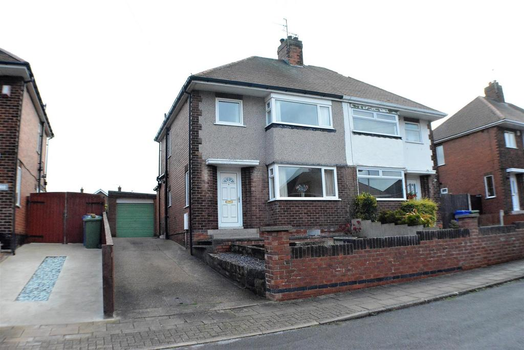 3 Bedrooms Semi Detached House for sale in Charnwood Grove, Mansfield