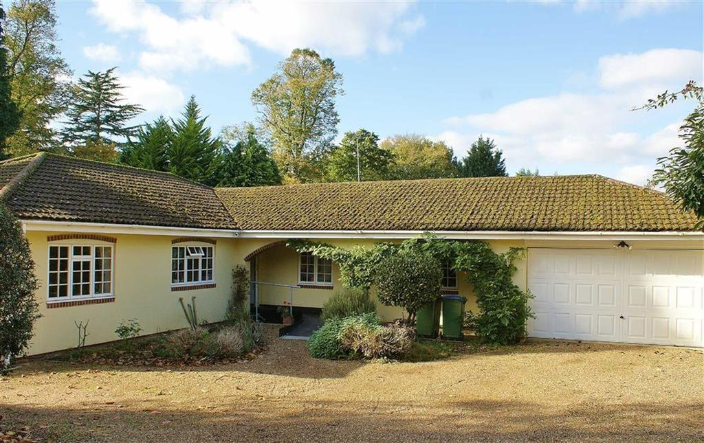 3 Bedrooms Bungalow for sale in Green Lane, Cobham, Surrey, KT11