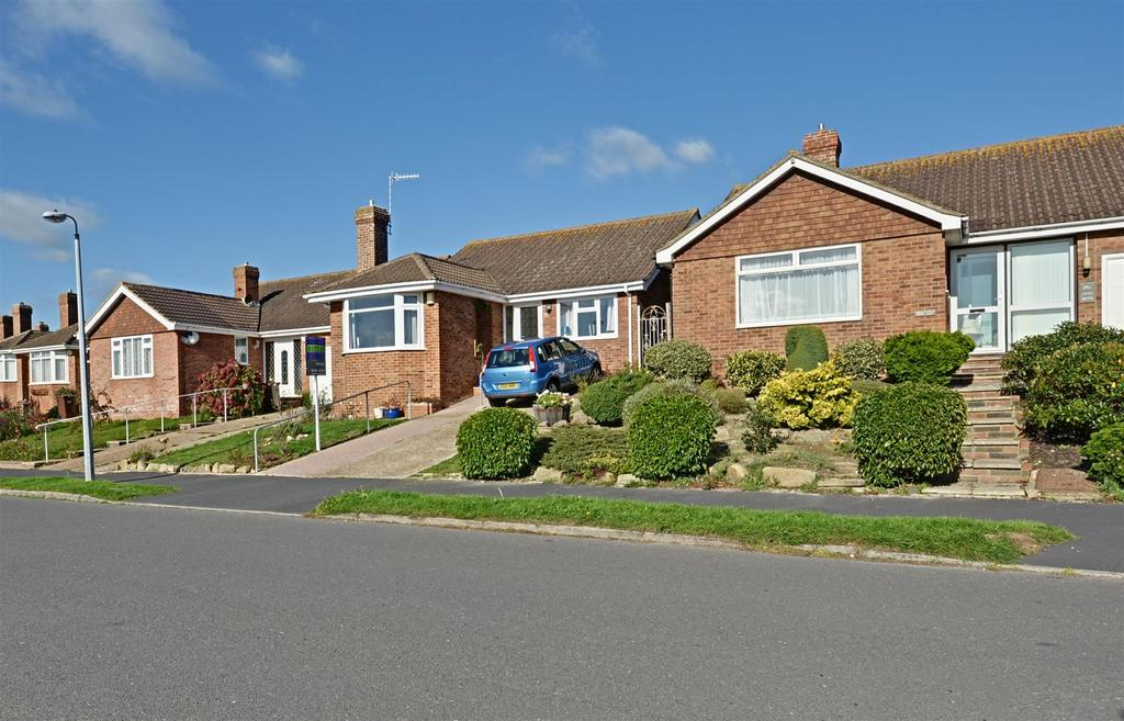 3 Bedrooms Detached Bungalow for sale in Links Drive, Bexhill-On-Sea