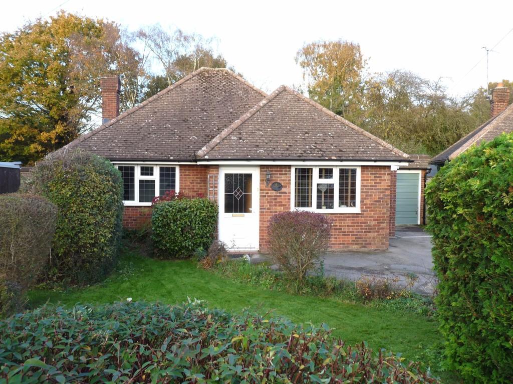 2 Bedrooms Detached Bungalow for sale in Edenbridge