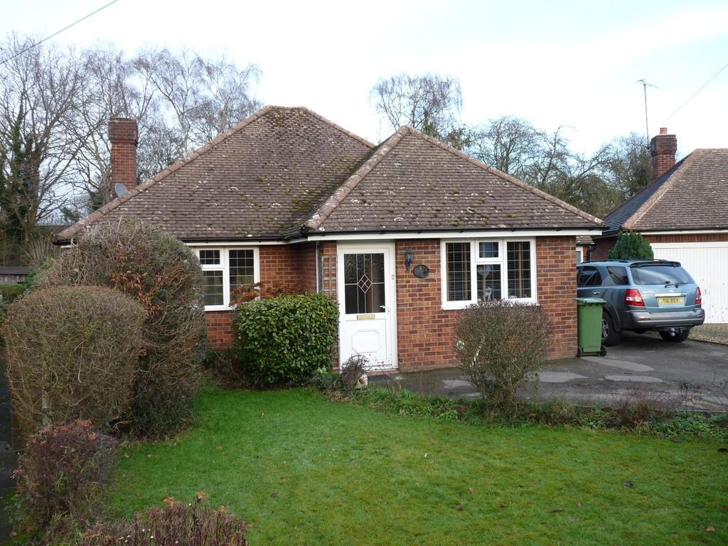 2 Bedrooms Detached Bungalow for sale in Edenbridge