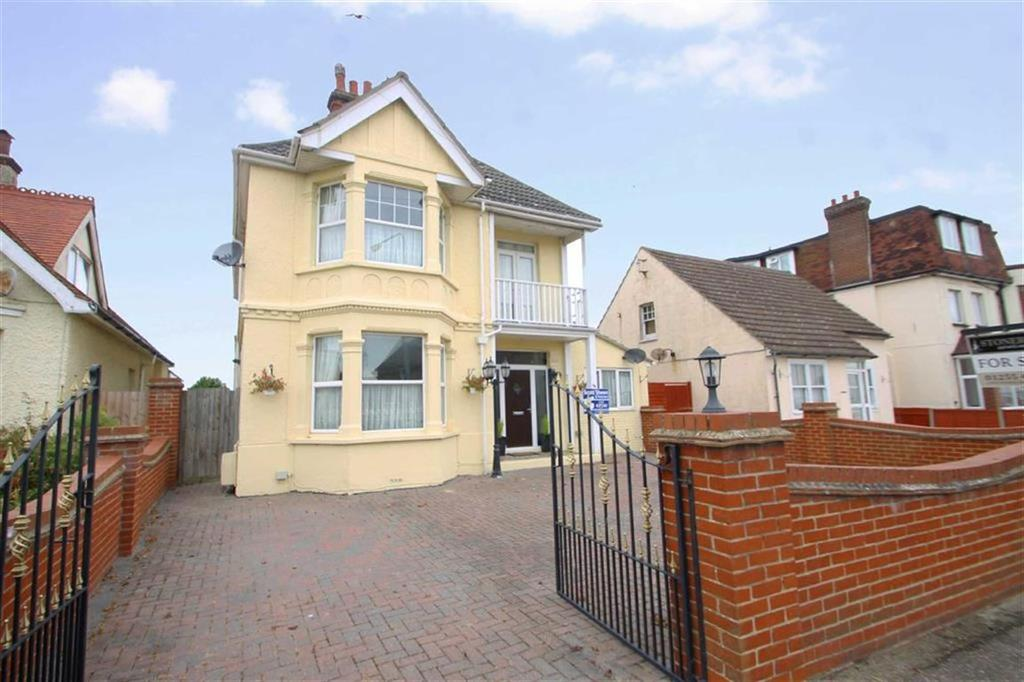 5 Bedrooms Detached House for sale in Wash Lane, Clacton-on-sea