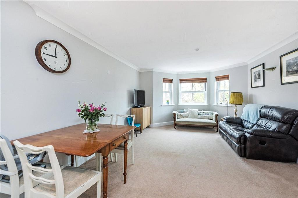 2 Bedrooms Flat for sale in Martell Road, London, SE21