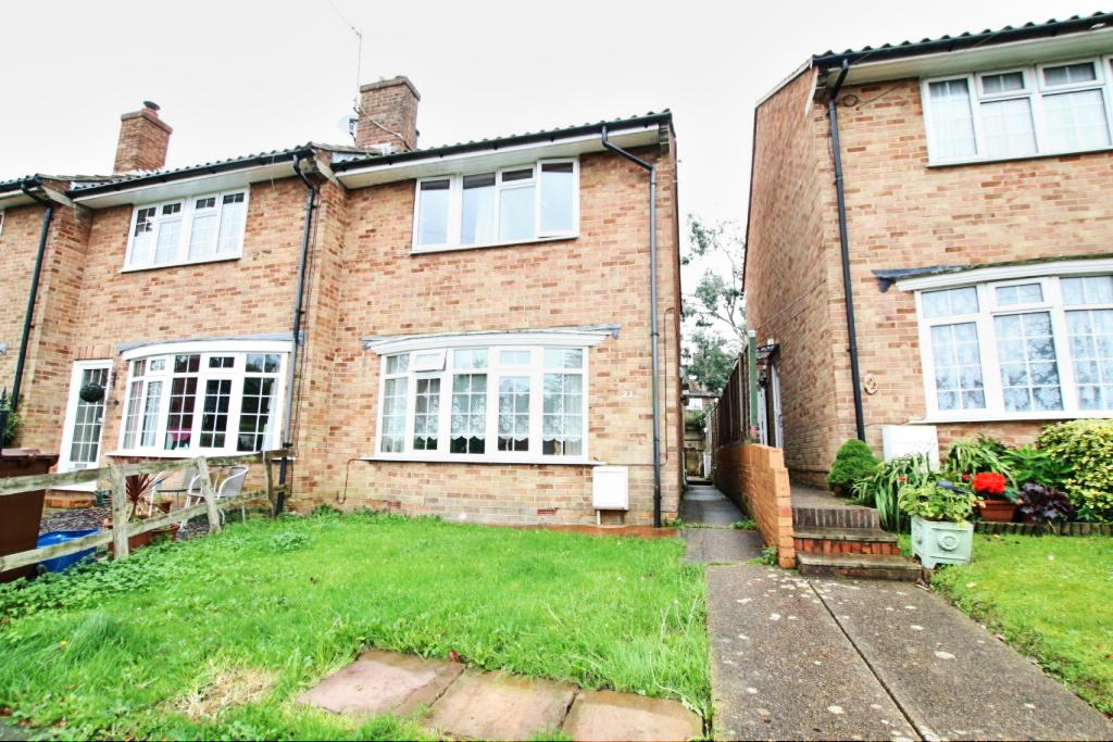 3 Bedrooms End Of Terrace House for sale in Danum Close, Hailsham BN27