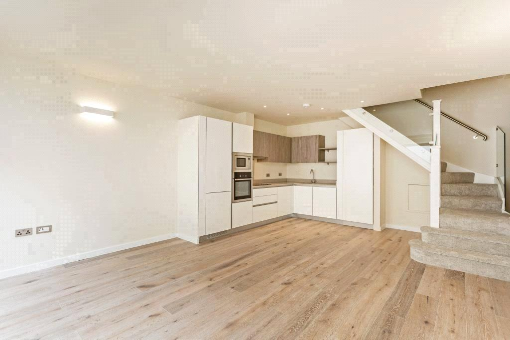 3 Bedrooms Maisonette Flat for sale in Archway Road, Highgate, London, N6