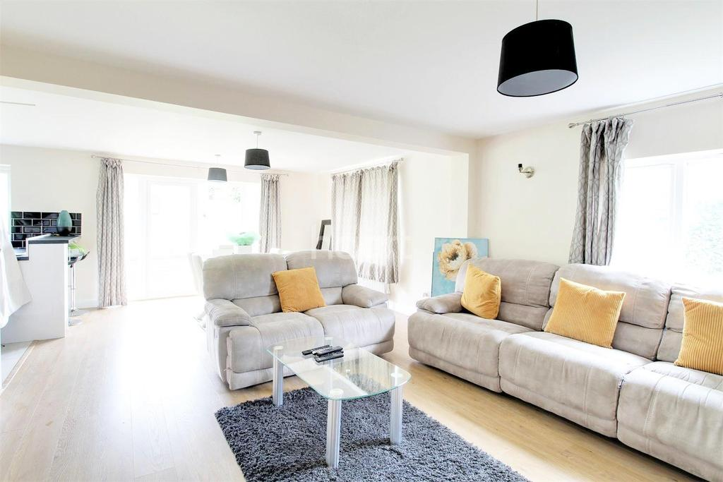 5 Bedrooms Bungalow for sale in Boundary Road, Hellesdon