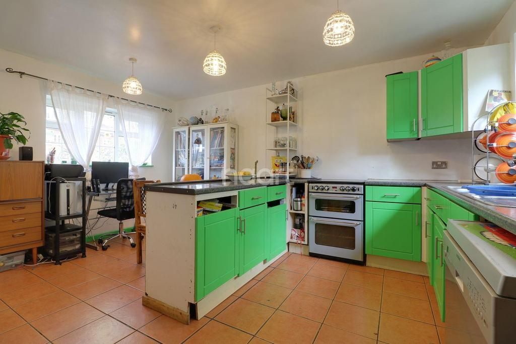 4 Bedrooms Semi Detached House for sale in Ludwick Way