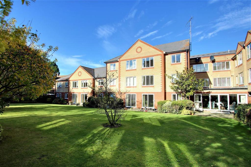 1 Bedroom Flat for sale in Cranmere Court, Colchester