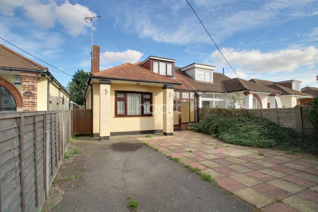 3 Bedrooms Semi Detached House for sale in Spencer Gardens, Rochford