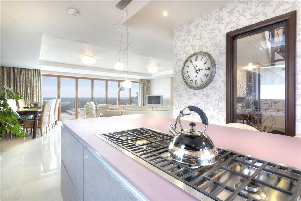 4 Bedrooms Detached House for sale in Marine Close, Brighton, East Sussex