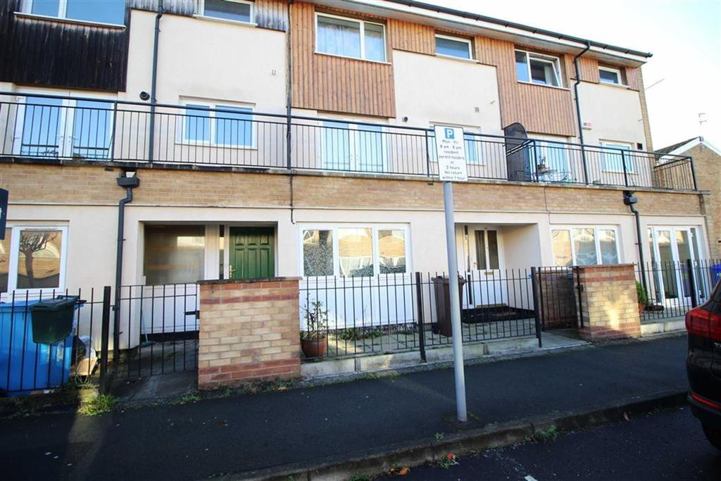 4 Bedrooms Town House for rent in Beckhampton Close, Manchester