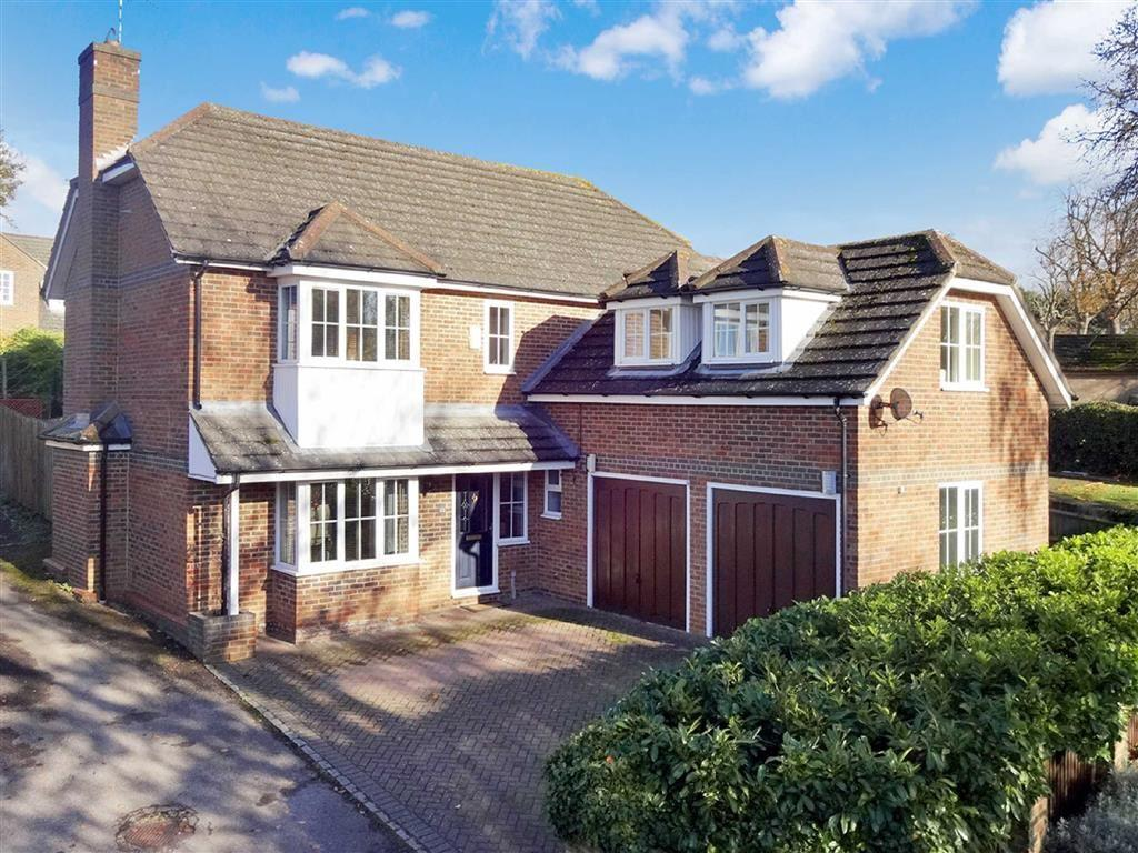 4 Bedrooms Detached House for sale in 23, Whittlebury Road, Silverstone