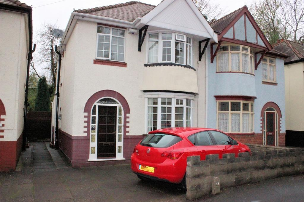 3 Bedrooms Semi Detached House for sale in Beauty Bank, CRADLEY HEATH, West Midlands