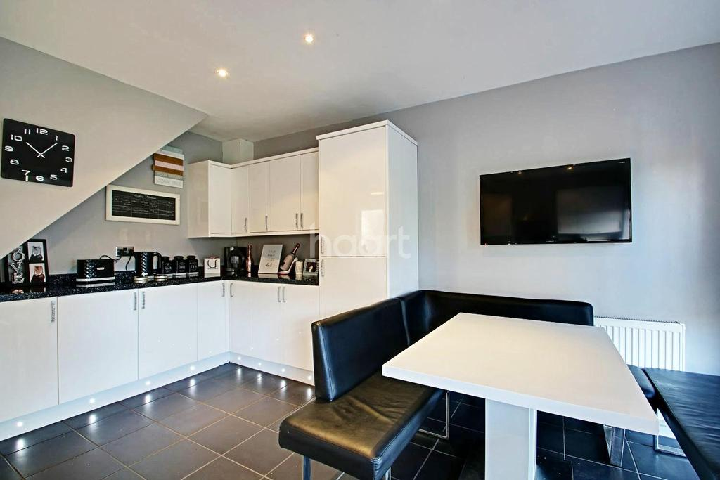 2 Bedrooms Semi Detached House for sale in Ashingdon Road, Ashingdon