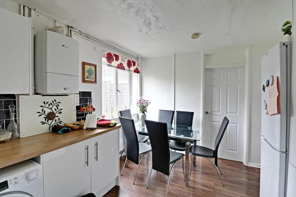 4 Bedrooms Terraced House for sale in Bullrush Close