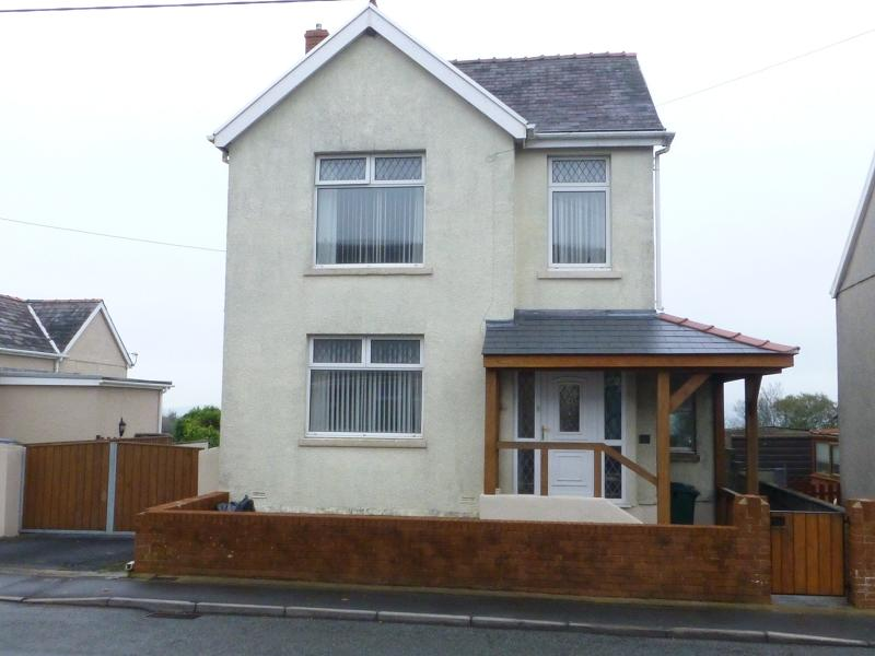 3 Bedrooms Detached House for sale in Waterloo Road, Penygroes, Llanelli, Carmarthenshire.