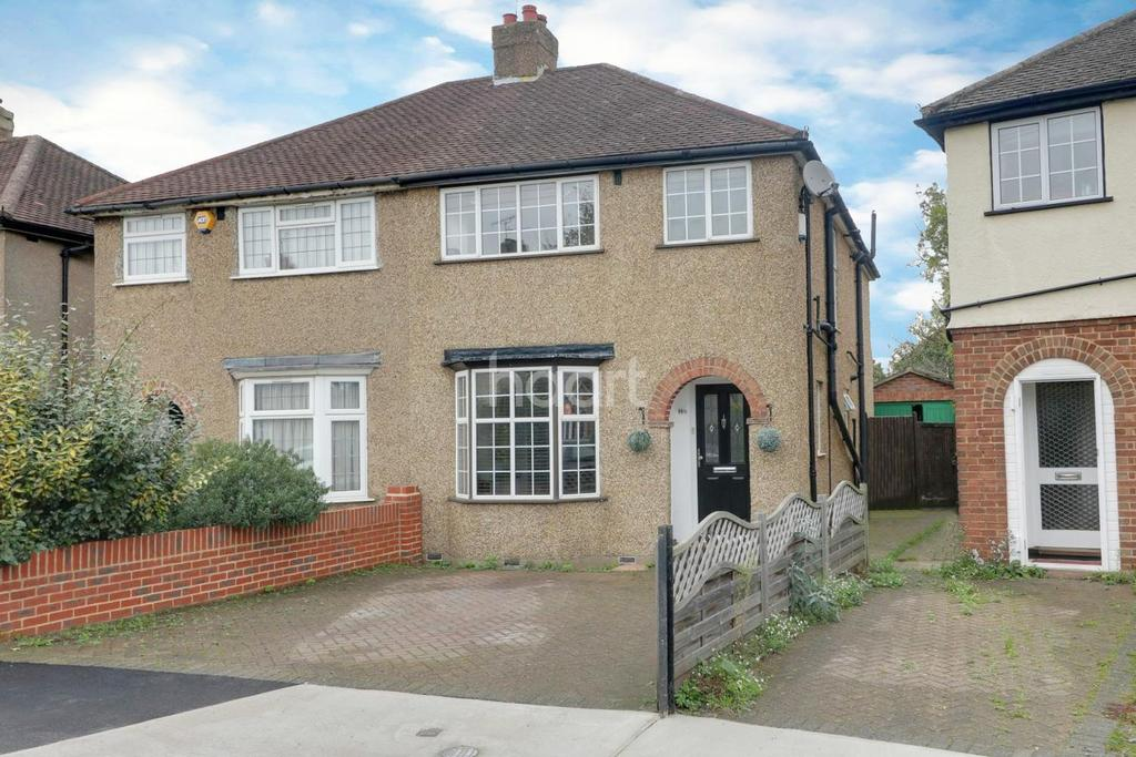 3 Bedrooms Semi Detached House for sale in Dickens Avenue, Hillingdon