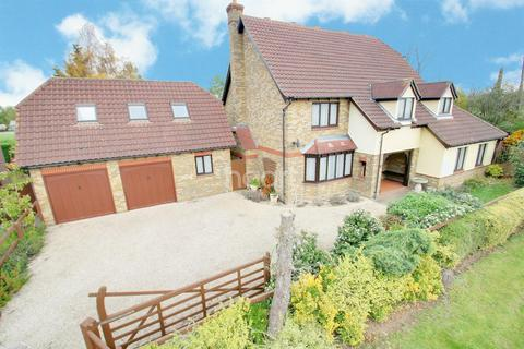 4 bedroom detached house for sale - The Paddocks, Stapleford Abbotts