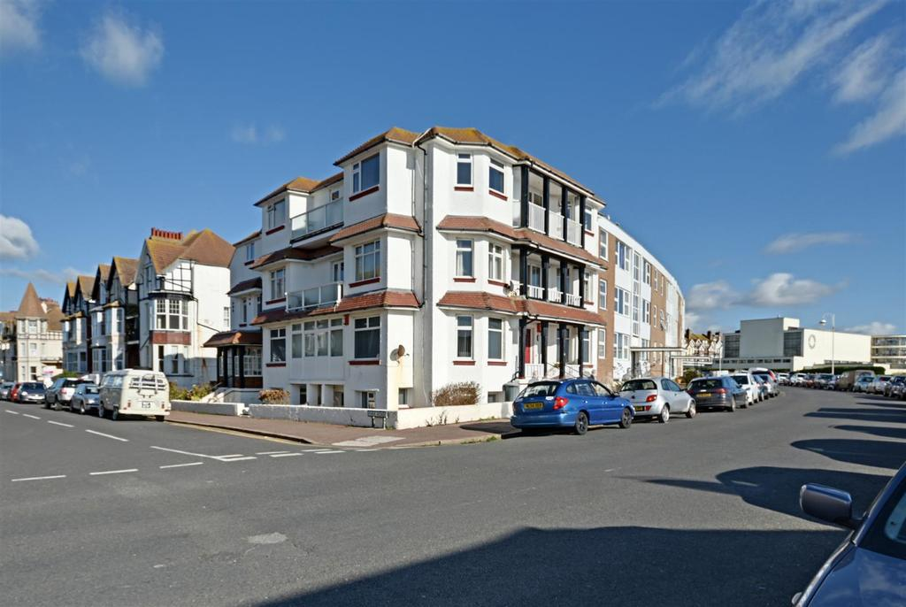 3 Bedrooms Flat for sale in Park Road, Bexhill-On-Sea