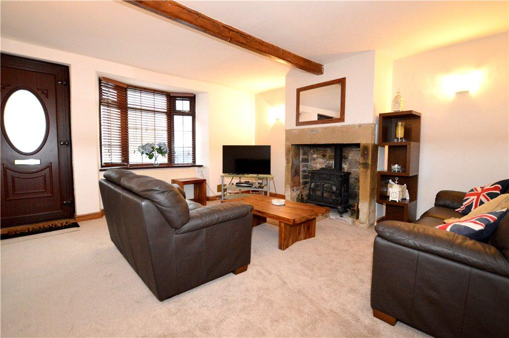 2 Bedrooms Terraced House for sale in Sharp Row, Off Littlemoor Road, Pudsey, West Yorkshire
