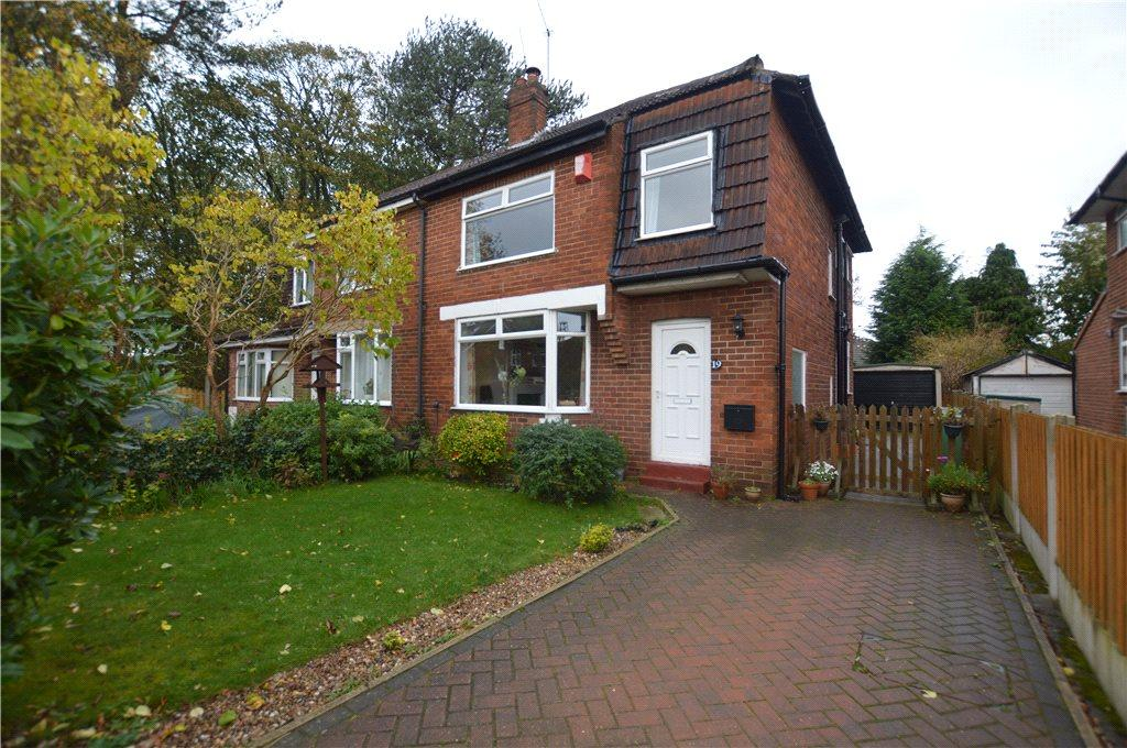 3 Bedrooms Semi Detached House for sale in Buckstone Grove, Alwoodley, Leeds, West Yorkshire
