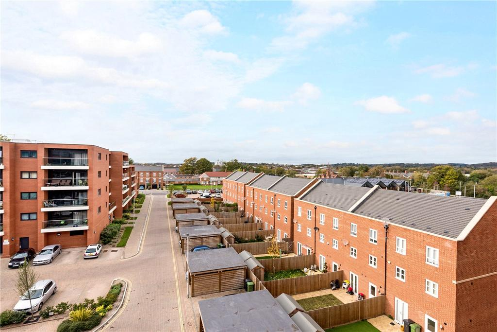 2 Bedrooms Flat for sale in Chatham House, Racecourse Road, Newbury, Berkshire, RG14