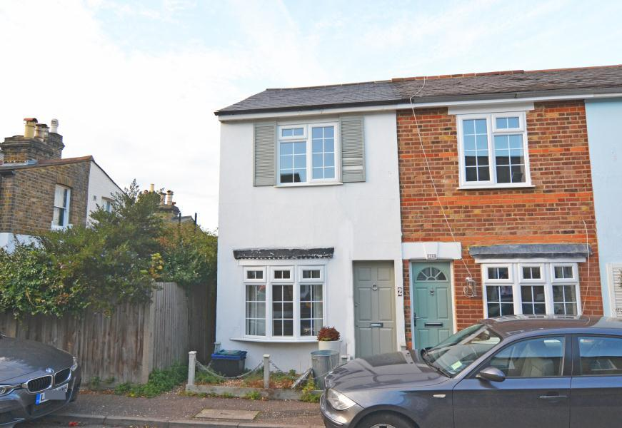 2 Bedrooms House for sale in York Road, 'The Alberts', Richmond