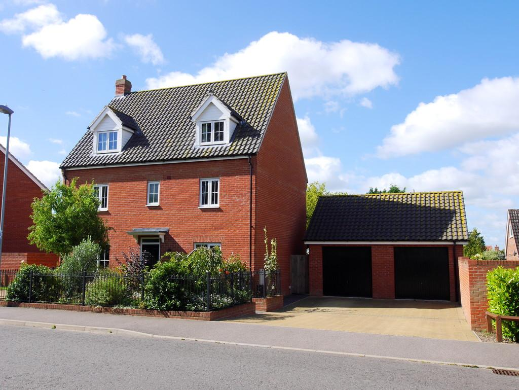 5 Bedrooms Detached House for sale in Matilda Groome Road, Hadleigh, Ipswich