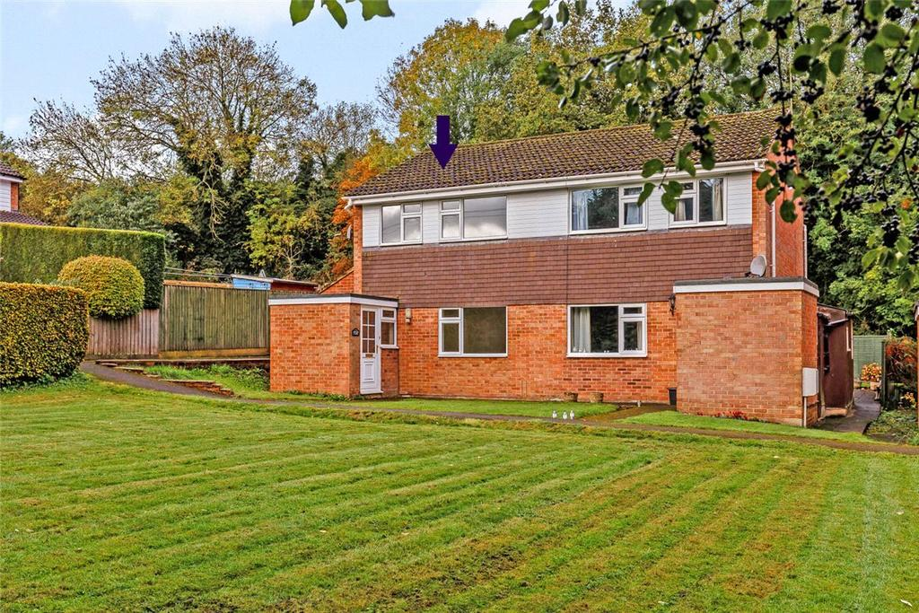 3 Bedrooms Semi Detached House for sale in Willow Close, Marlborough, Wiltshire, SN8