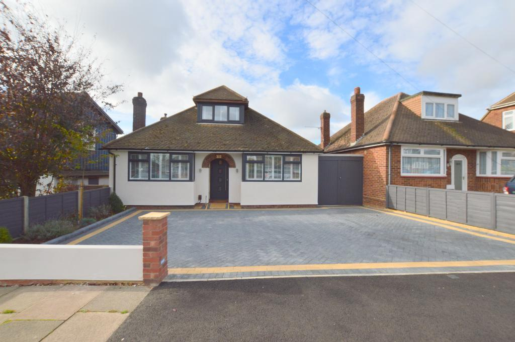 3 Bedrooms Detached House for sale in Ashcroft Road, Stopsley, Luton, LU2 9AE