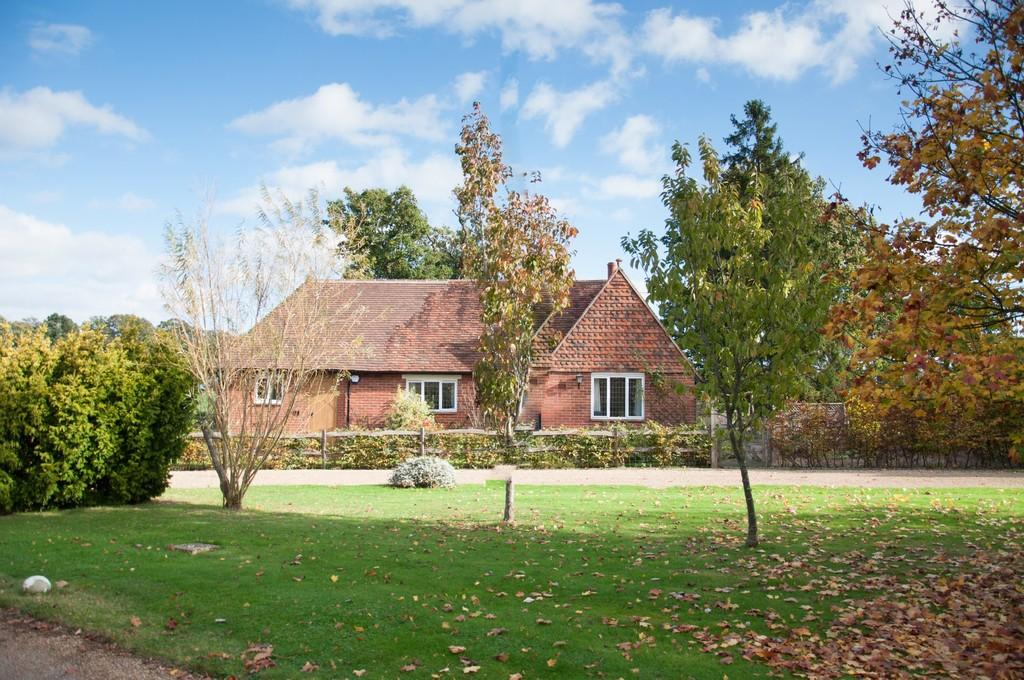 3 Bedrooms Detached House for sale in Rural Marden