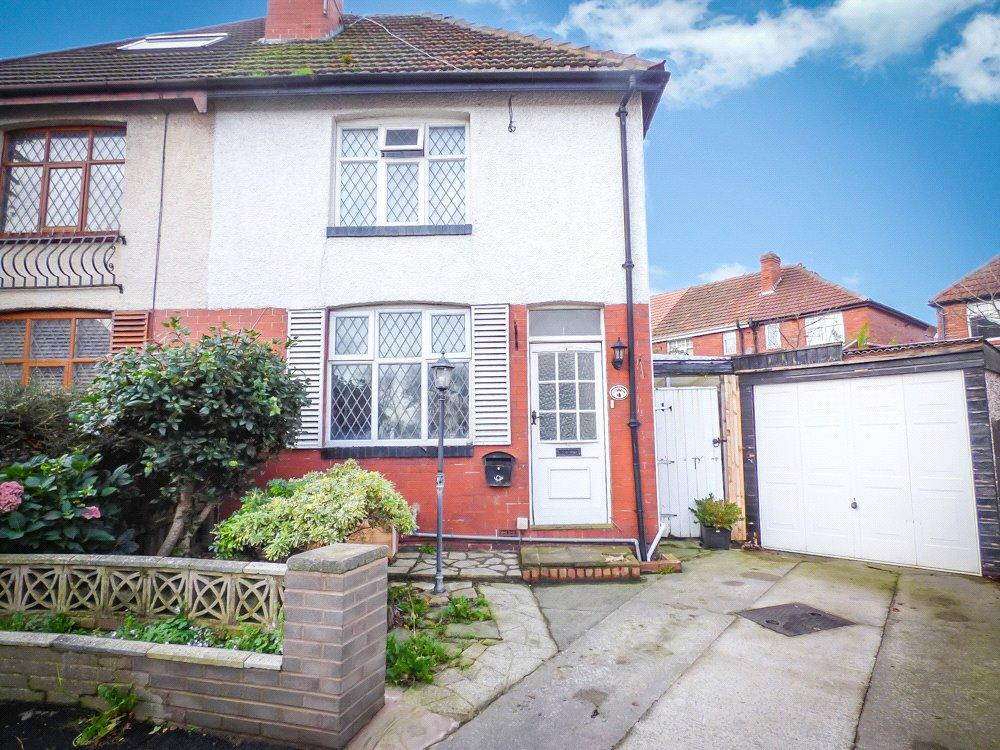 2 Bedrooms Semi Detached House for sale in East Mead, Stanley Park, Blackpool