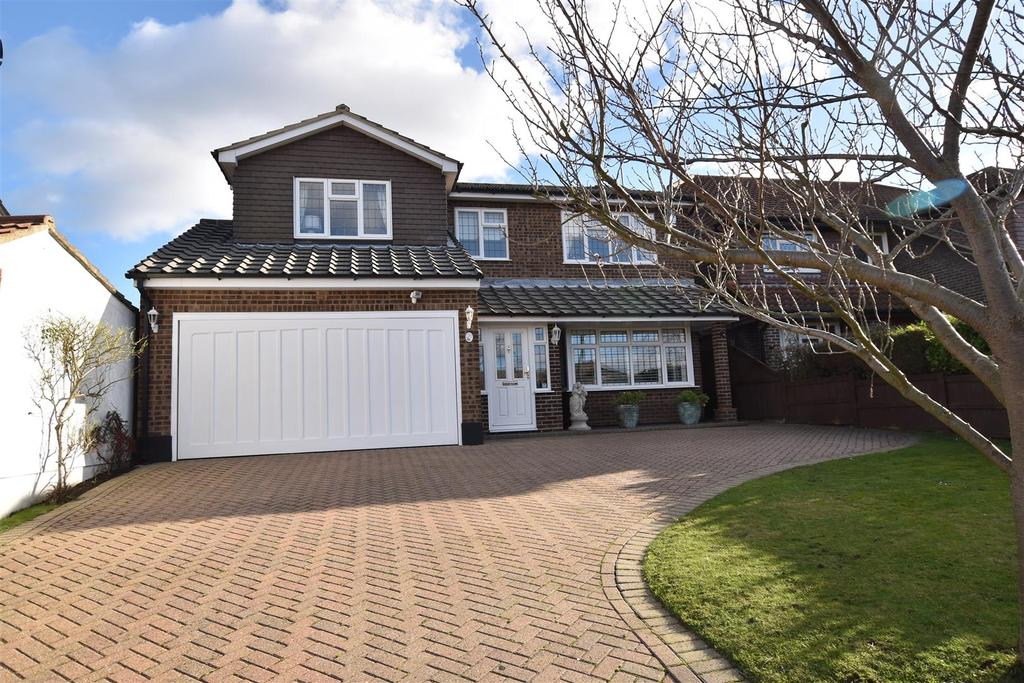 4 Bedrooms Detached House for sale in Wellington Road, Rayleigh