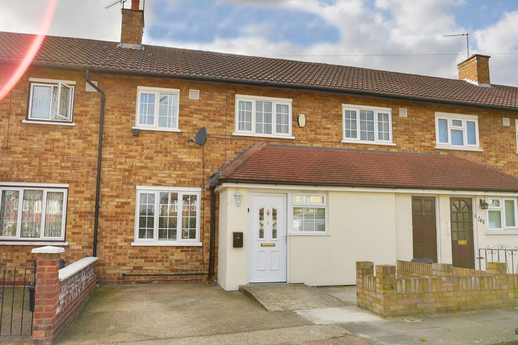 4 Bedrooms Semi Detached House for sale in Fencepiece Road, Hainault, Essex