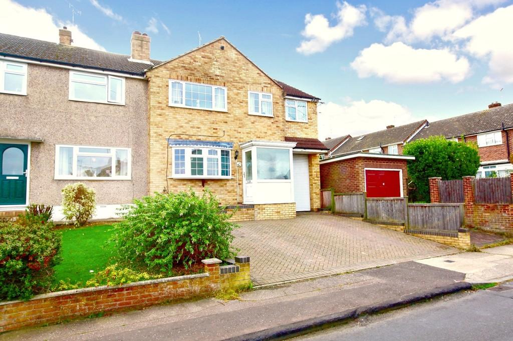 4 Bedrooms End Of Terrace House for sale in Lime Walk, Chelmsford, CM2 9NQ