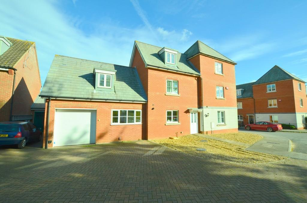6 Bedrooms Detached House for sale in Peart Grove, Kesgrave, IP5 2FY