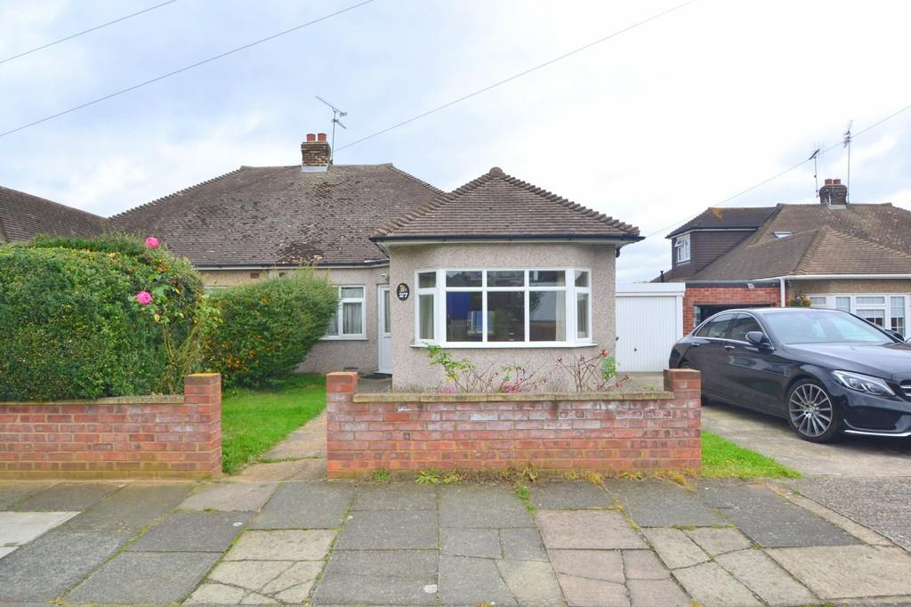 3 Bedrooms Semi Detached Bungalow for sale in Fraser Close, Chelmsford, CM2 0TD