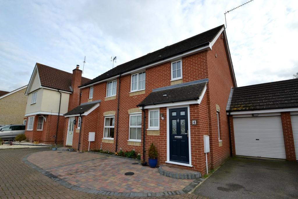 3 Bedrooms Semi Detached House for sale in Oak Eggar Chase, Pinewood, Ipswich, IP8 3TJ