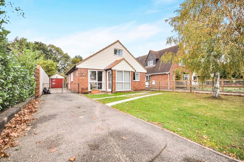 4 Bedrooms Detached Bungalow for sale in Dedham Meade, Dedham CO7 6EU