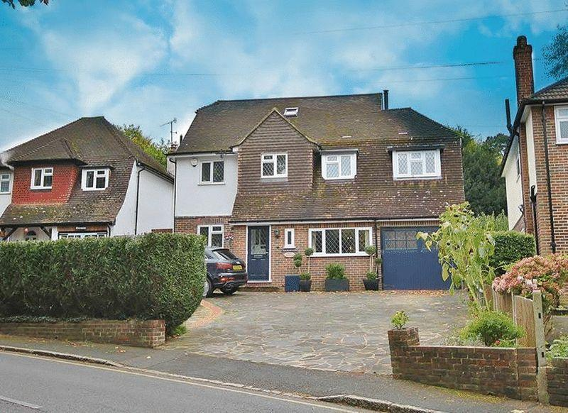 4 Bedrooms Detached House for sale in Valley Road, Kenley