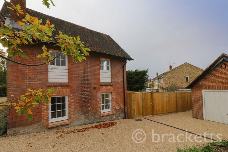 2 Bedrooms Semi Detached House for sale in Talbot Road, Hawkhurst