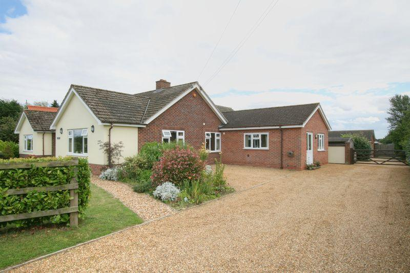 5 Bedrooms Detached Bungalow for sale in Hargham Road, Attleborough