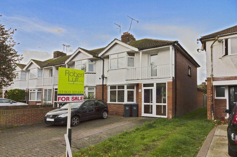 3 Bedrooms End Of Terrace House for sale in South Farm Road, Worthing